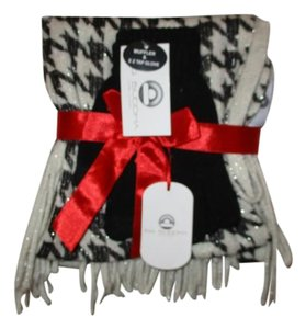 Big Buddha fringed muffler & easy tap glove set