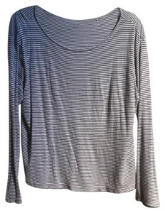 Uniqlo Scoop Neck Long Sleeve T Shirt White with blue horizontal stripes
