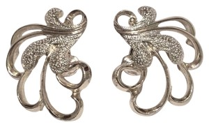 Sarah Coventry Silver Filigree Frosted Feathers Textured Clip on Earrings Vintage 1960s