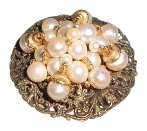 yvonne Quality Vintage Yvonne pin set with cultured pearls