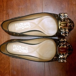 Salvatore Ferragamo Black/Gold Flats