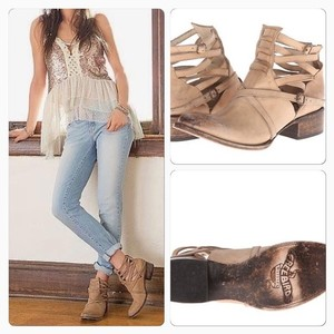 FreeBird Steve Madden Stairway Cutout Distressed Leather Cream, Ivory Boots