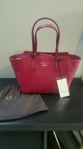 Gucci Swing Tote in BRIGHT BURGUNDY/DARK PINK