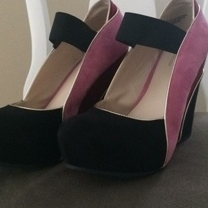 Worthington Black/red/pink Wedges