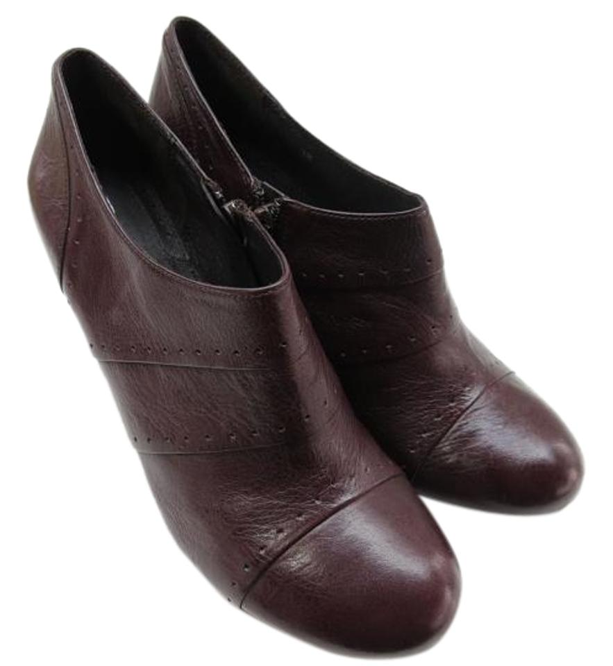 Shop classic women's shoes on sale. G.H. Bass' women's footwear is classic in design & contemporary in style. Free shipping on orders $75+.