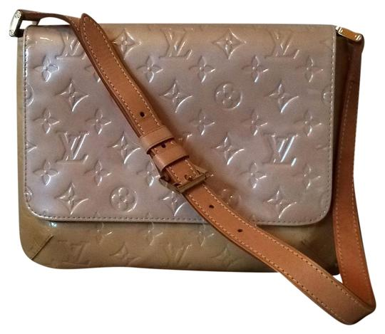 Preload https://img-static.tradesy.com/item/20024255/louis-vuitton-thompson-street-cream-vernis-leather-shoulder-bag-0-1-540-540.jpg