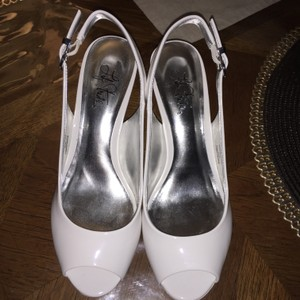 LifeStride White Pumps
