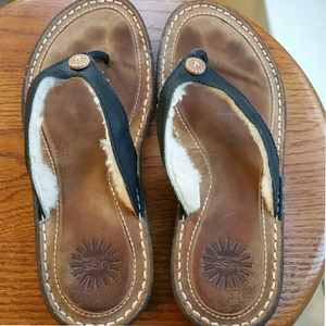 UGG Australia Brown leather Sandals