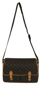 Louis Vuitton Lv Gibeciere Gm Monogram Canvas Cross Body Bag