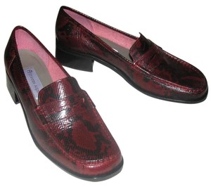Etienne Aigner Leather Snake Pennyloafer Burgundy and Black Flats