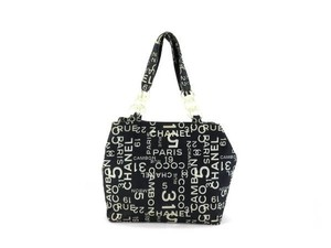 Chanel Gst Neverfull Tote in black
