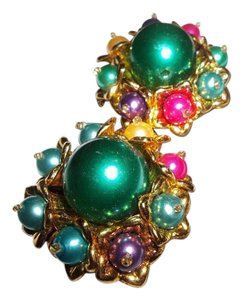 Other Cluster Multicolor Earclips with Green Center