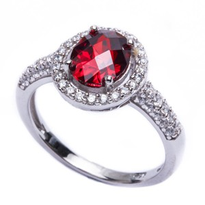 9.2.5 stunning red garnet party ring size 9