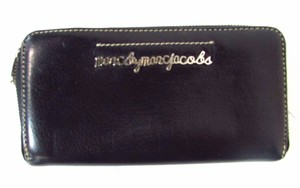 Marc Jacobs Zip Around Clutch Wallet