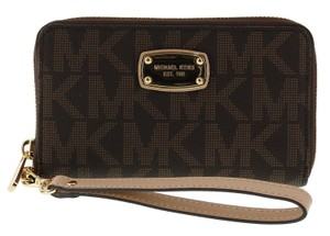 Michael Kors Michael Kors Large Flat Multifunction Phone Case Wristlet Wallet