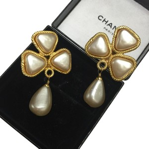 Chanel Chanel Vintage Pearl Clover Clip Earrings