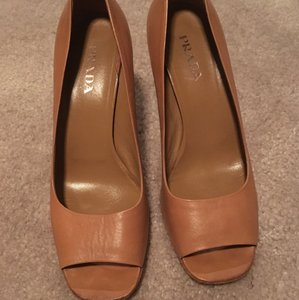 Prada Brown/dark tan Pumps