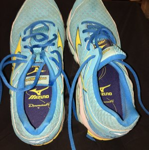 Mizuno Wave Enigma Womens Size 10 Running Blue Atoll/Bolt/Diva Blue Athletic