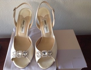 Jimmy Choo Wedding Silk Satin Ivory Crystals Embellishment Jeweled Wedding Shoes