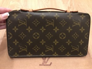 Louis Vuitton Monigram Clutch