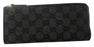 Gucci Thin Zippy Wallet