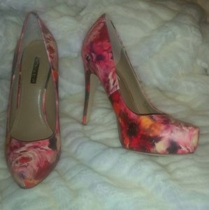 BCBGeneration FLORAL Multicolor Pumps