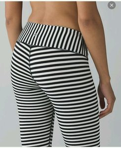 Lululemon EUC Lululemon Wunder Under Pant Angel Wing Bold Stripe Size 6