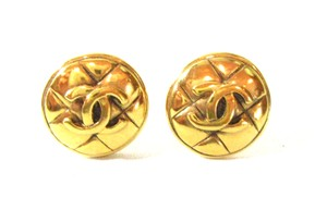 Chanel Vintage Gold Plated Quilted Signed CC Logo Clip On Button Earrings