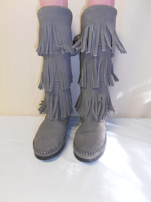 Minnetonka Gray Layer Fringe Moccasin Suede Women's New Boots/Booties Size US 5 Regular (M, B) Minnetonka Gray Layer Fringe Moccasin Suede Women's New Boots/Booties Size US 5 Regular (M, B) Image 1