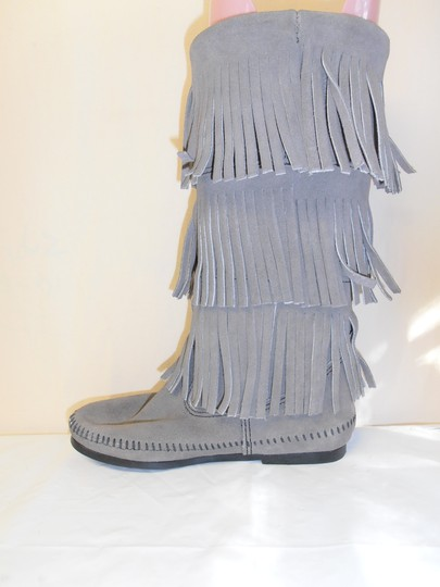 Minnetonka Layer Fringe Mid-calf Suede gray Boots