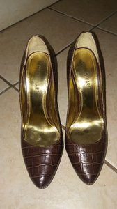 Colin Stuart Brown Pumps