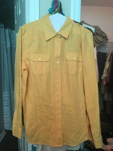 Jones New York Top Yellow, yellow buttons on front small pockets and at wrist area on sleeve
