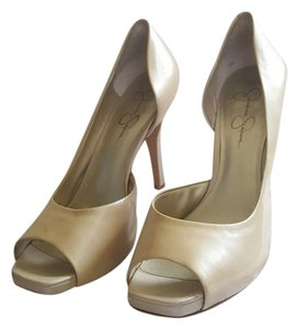 Jessica Simpson Ivory pearl Pumps