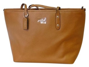 Coach City Zip Tote in SADDLE