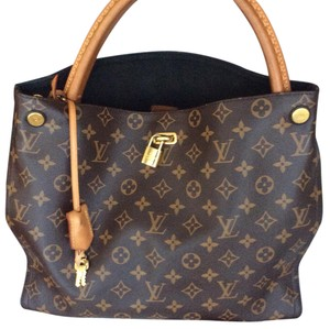 Louis Vuitton Gaia Hobo Bag