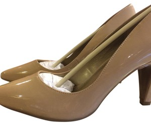 Bandolino Natural Pumps