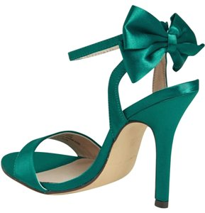 Menbur Bow Satin Satin Green Sandals