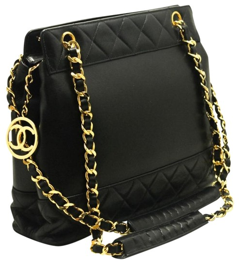 Preload https://item1.tradesy.com/images/chanel-255-reissue-classic-lambskin-leather-tote-black-shoulder-bag-20063185-0-1.jpg?width=440&height=440