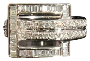 0.91 CTw RD_BG Diamond Buckle Ring, 18 KT WG