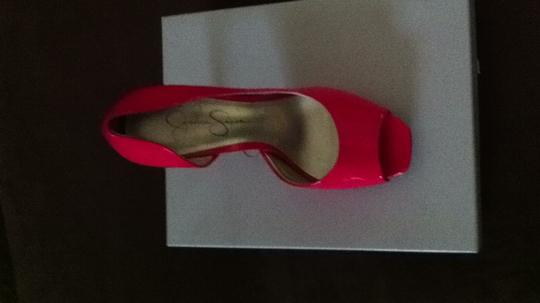 Jessica Simpson hot pink Pumps