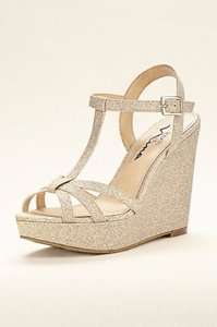 Touch of Nina Metallic (Silver) Glitter Sandal Wedges Size US 8 Regular (M, B)