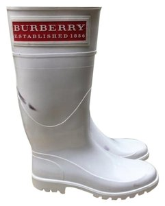 Burberry London Winter White with red accents Boots