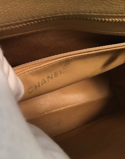 Chanel Vintage Shoulder Tote in Beige Medallion Image 10