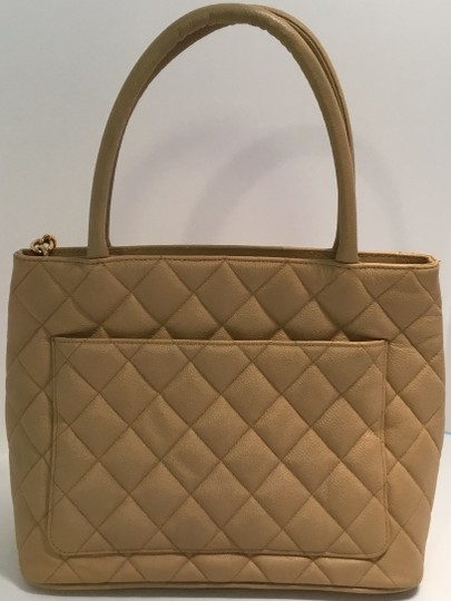 Chanel Vintage Shoulder Tote in Beige Medallion Image 2