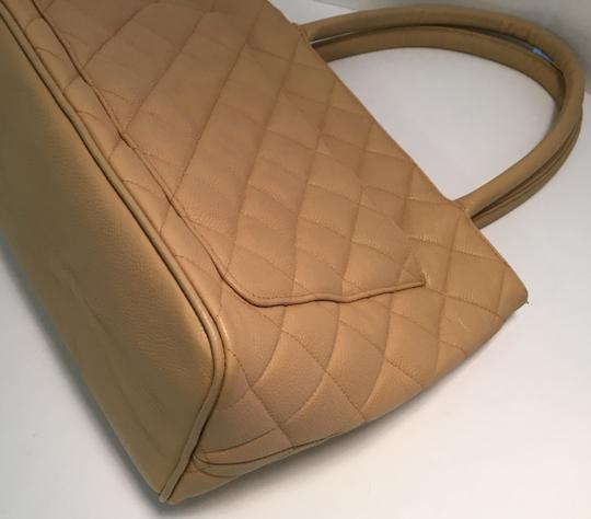 Chanel Vintage Shoulder Tote in Beige Medallion Image 3