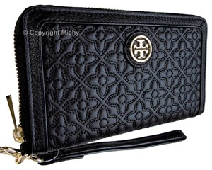 Tory Burch Bryant Phone Case Quilted Wristlet in Black