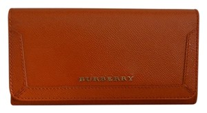 Burberry NWT BURBERRY PENROSE PATENT LEATHER CONTINENTAL WALLET