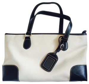 Welcome Chic Leather Classic Tote in Ivory / black