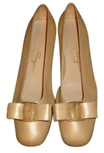 Salvaore Ferragamo Boutique Leather Beige Pearl Pumps