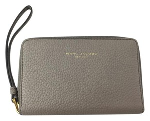 Marc Jacobs Marc Jacobs Pike Place Leather Zip Phone Wristlet